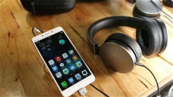 华为新款手机取消了耳机孔,究竟有什么好处?看完你就明白了!